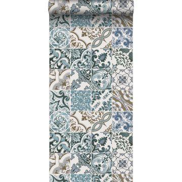 papel pintado motivo de azulejos azul y beige